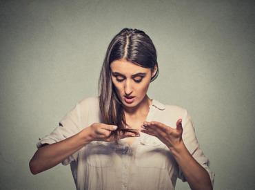 هل تعانين من الشعر الدهني؟ إليكِ 5 نصائح لحل هذه المشكلة مع ديتوكس الشعر