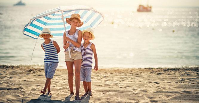 عطلة تحت أشعة الشمس: حماية للعائلة بأسرها!