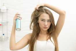 What is dry shampoo and what benefits does it provide hair