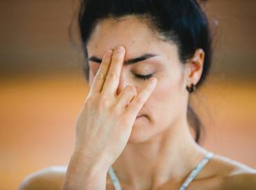 يوغا الوجه: هل تساعد تمارين الوجه على الحد من التجاعيد؟
