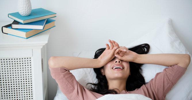 ما هو سرّ التمتع ببشرة نضرة لدى الاستيقاظ؟