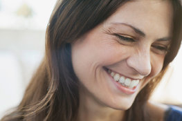 What are the common causes of wrinkles and how can you prevent them