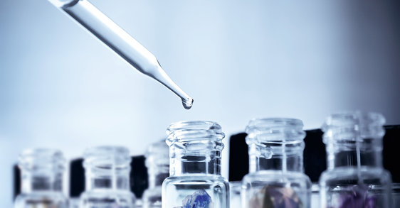العناية بالبشرة بواسطة المعادن أو مضادات الأكسدة: ما هي المعادن المفيدة لبشرتكِ؟